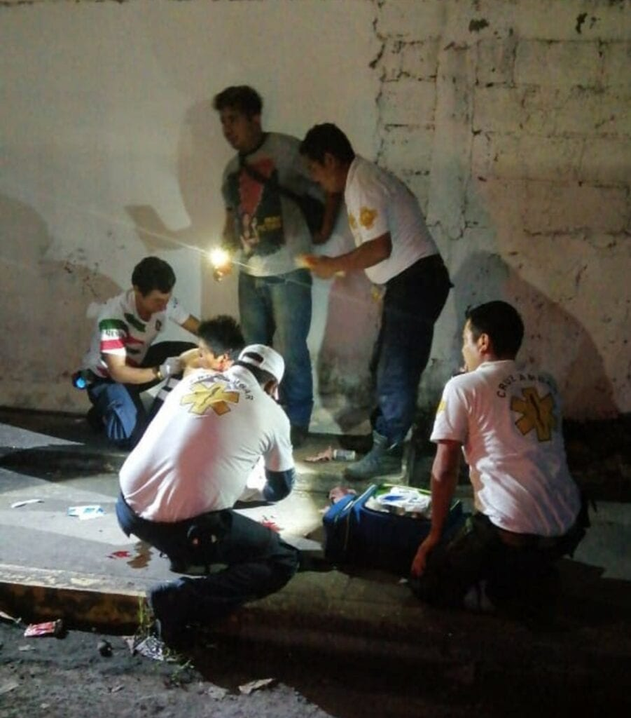 Un joven que se dedica a cortar caña se encuentra entre la vida y la muerte luego de haber sido atacado a machetazos en diversas partes del cuerpo, en Paso de Ovejas, Veracruz.
