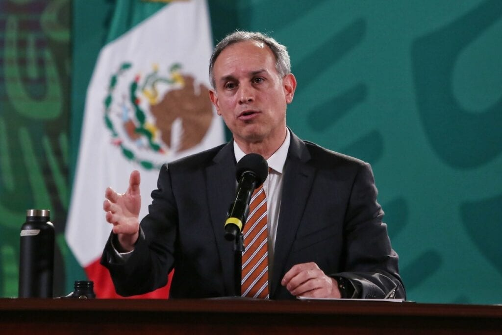 Legisladores de oposición criticaron las vacaciones de fin de año que tomó López Gatell.