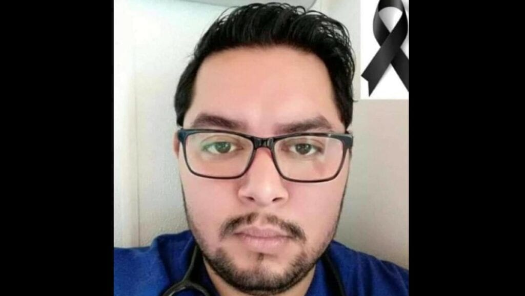 """Jorge Alejandro López Rivas, estudiante de medicina de la Facultad de Estudios Superiores (FES) Iztacala murió el pasado 4 de enero, tras ser obligado a trabajar como residente en el área de urgencias del Hospital General de Ecatepec """"Dr. José María Rodríguez"""", incluso cuando se había contagiado de covid-19."""