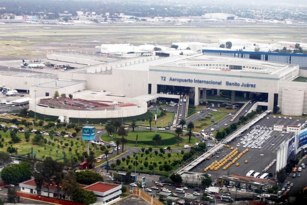 Viajeros han perdido sus vuelos a EU por no tener prueba de Covid 19.