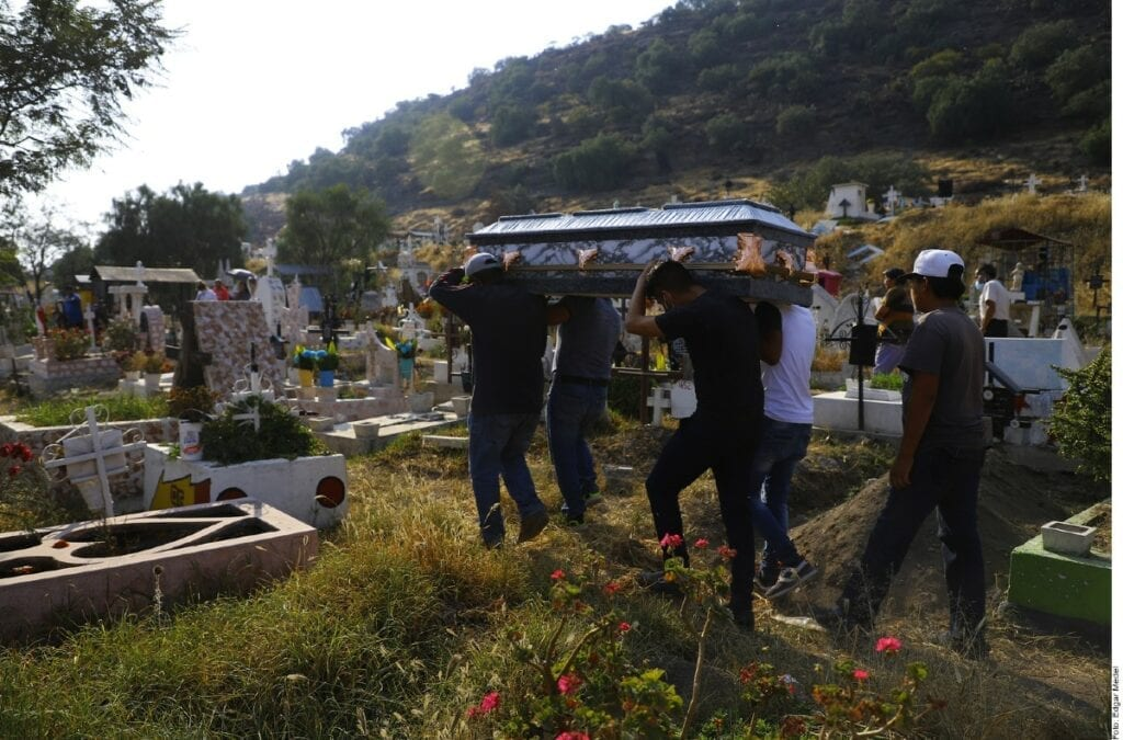 La saturación de servicios funerarios en Ecatepec es crítica.
