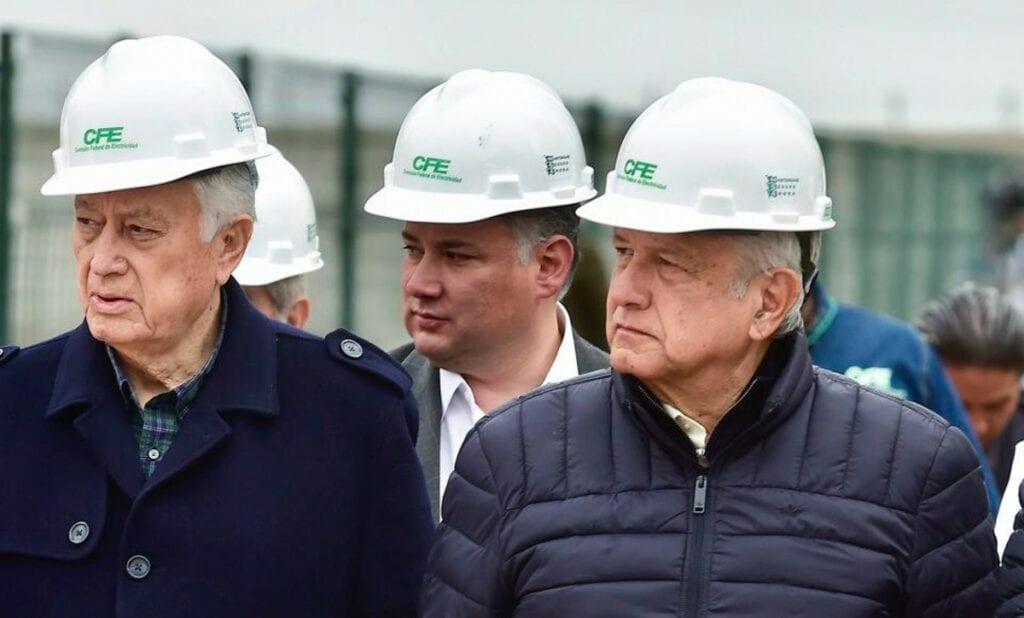 Cámaras industriales, calificadoras, bancos y expertos aseguraron que la aprobación de la reforma eléctrica del Presidente López Obrador traerá sobrecostos, litigios perdidos y retroceso en energías limpias, además de que se envía el mensaje a los inversionistas de que en México no se respeta el estado de derecho.