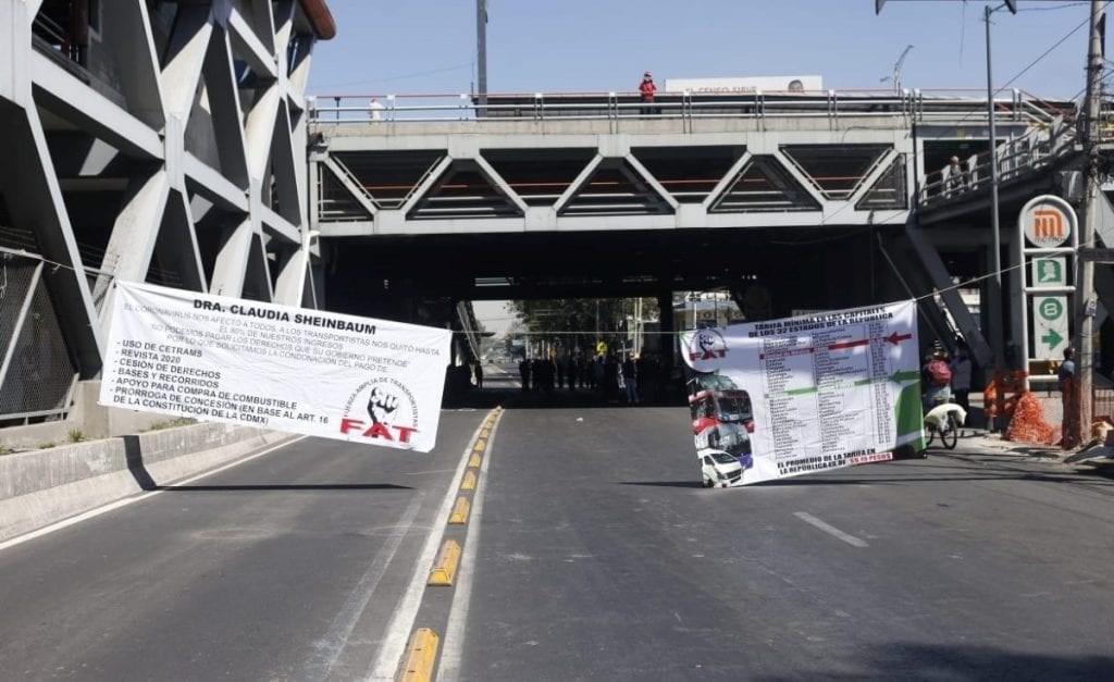Transportistas realizaron movilizaciones en laCiudad de México (CDMX) después de que las autoridades les negaran un aumento de dos pesos en el pasaje.