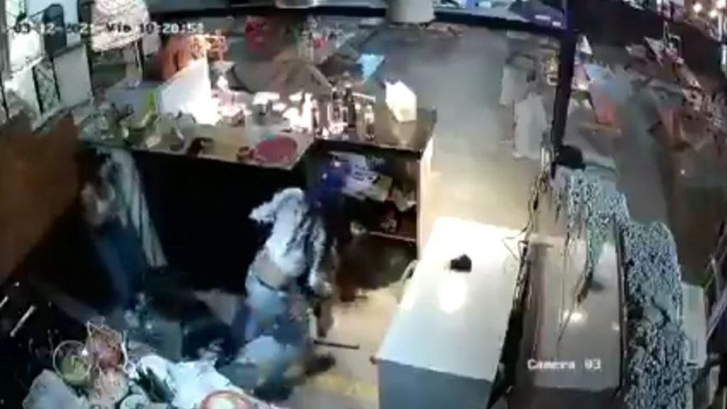 Uncomando armadoingresó con lujo de violencia al restauranteFoodstockubicado en la avenida Primero de Mayo, en la colonia Infonavit Tepalcapa del municipio deCuautitlán Izcalli.