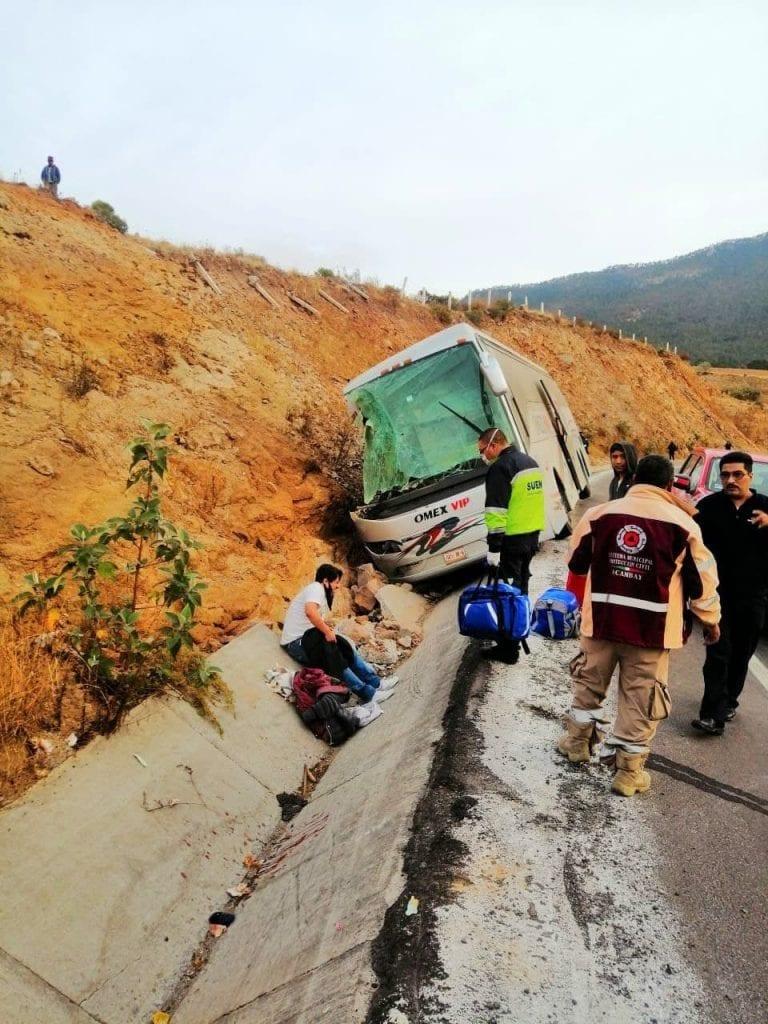 Camión de pasajeros se impacta en Acambay, hay hasta el momento 7 muertos y 10 lesionados