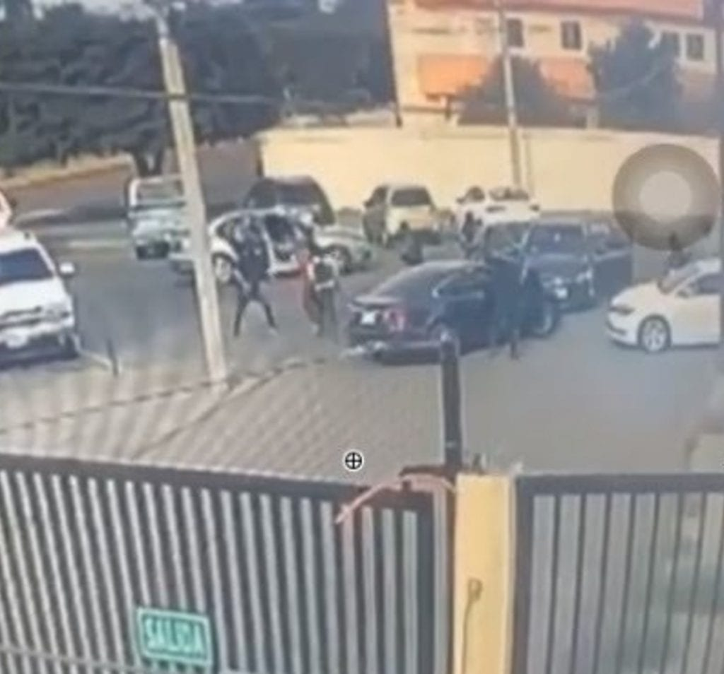 La mañana de este jueves se registró la privación ilegal de la libertad de un joven que se vio acorralado por alrededor de 8 sujetos que abordaban tres automóviles en una colonia de Ciudad Obregón, Sonora
