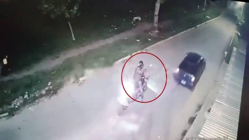 Video le disparan a joven 11 veces y le dan en la nuca