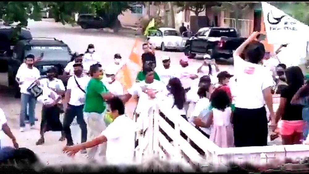 Videos: militantes de partidos políticos arman pelea campal_02