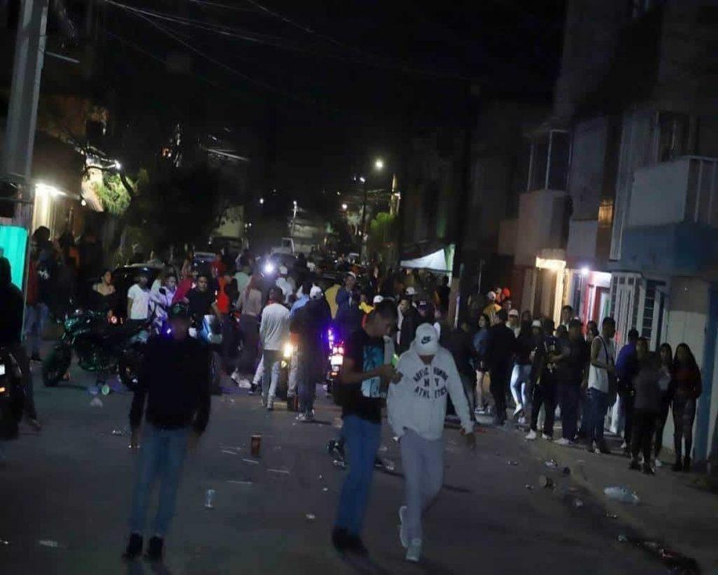Durante el fin de semana autoridades del Estado de México dispersaron una fiesta con 300 jóvenes, esto en el municipio de Ecatepec.
