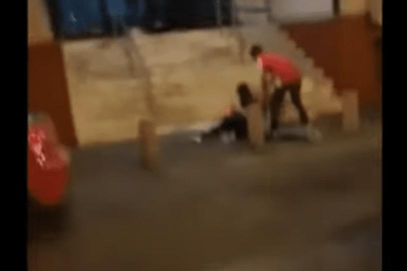 Video: joven golpea a una mujer, hasta que es sometido por los testigos_01
