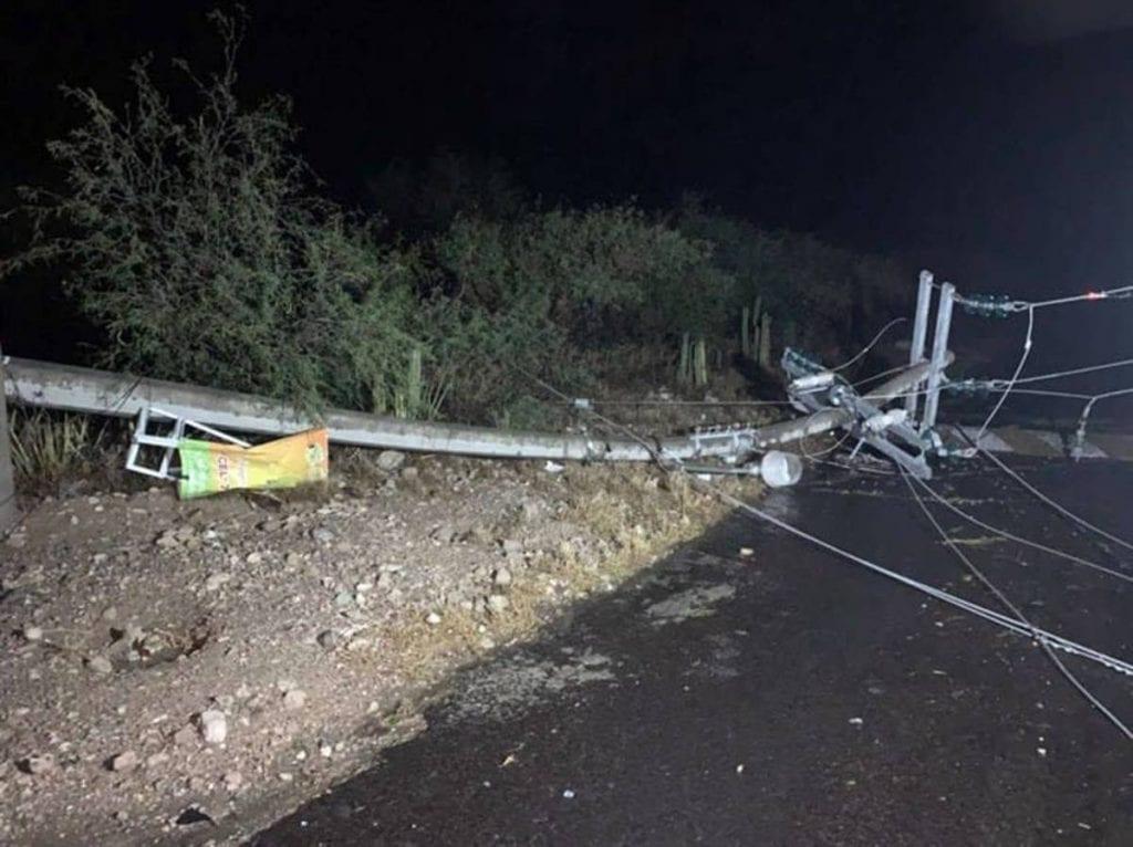 Latormentaygranizadaque se registró envarias partes de Hidalgocausó afectaciones a doscomunidades de Ixmiquilpan, dondecayeron árboles,postes de electricidadybardas perimetrales.