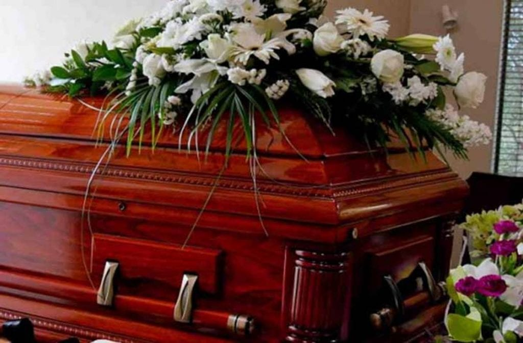 Una mujer y su hija fueron asesinadas esta madrugada por la exesposa de quien fuera la pareja sentimental de la primera y a quien velaban en su hogar, luego de que el hombre falleciera en Tlalnepantla.