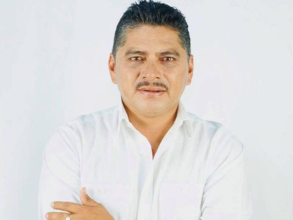Un ataque a balazos contra el vehículo que conducía Jairo Hernández, candidato del PRI a la Alcaldía de Mariscala de Juárez, provocó que la hija del político resultara herida, confirmó la Fiscalía General del Estado de Oaxaca (FGEO).