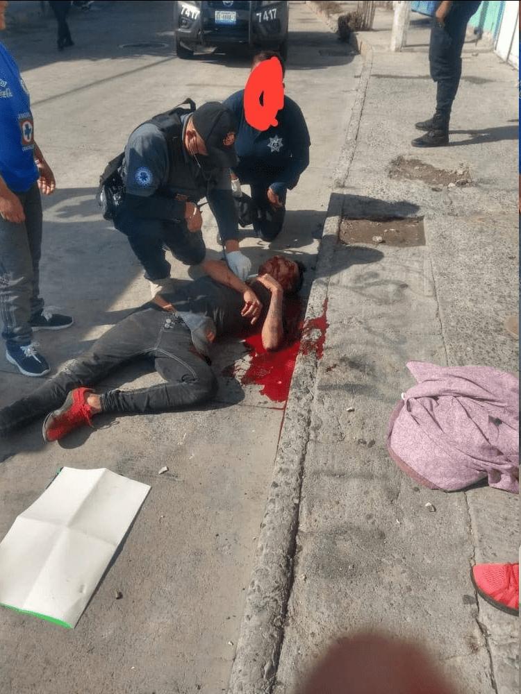 Video: 2 motosicarios, con toda calma, ejecutan a un hombre y le dejan cartulina_03
