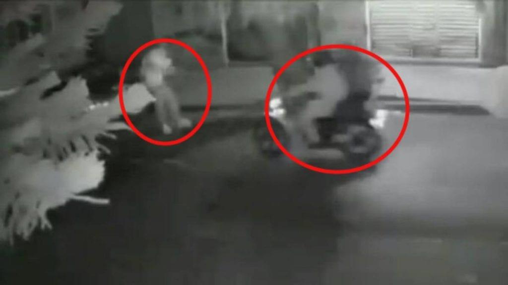 Un hombre fue asesinado a tiros por dos sujetos que iban a bordo de una motocicleta, esto en la Ciudad de México.
