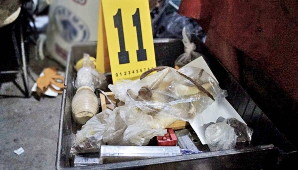 La Fiscalía de Justicia del Estado de México dio a conocer que en las excavaciones que se han realizado en domicilio del presunto feminicida de Atizapán, se recuperaron 3 mil 787 restos óseosque, tras un minucioso análisis corresponderían a 17 personas.