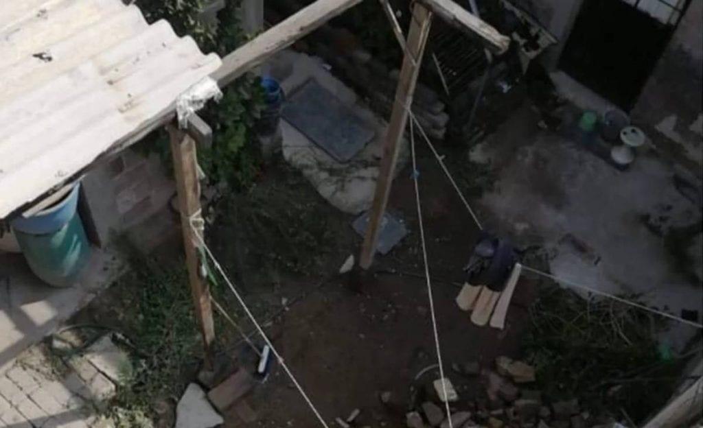 Al interior de un domicilio de la colonia Potrero del Rey, en el municipio de Ecatepec, Estado de México (Edomex), fueron hallados los cuerpos de una familia la cual estaba enterrada en uno de los cuartos