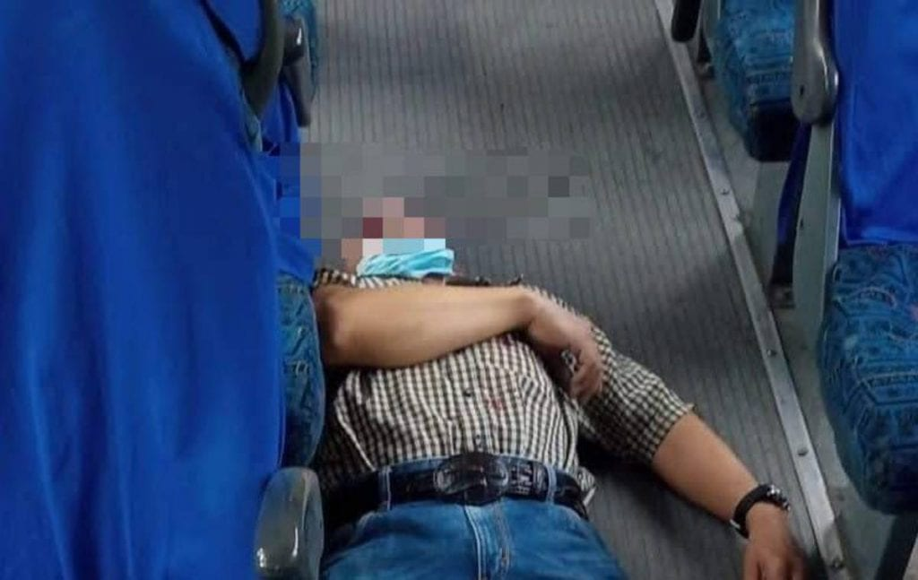Durante un asalto a pasajeros de transporte público un hombre fue herido de bala y murió más tarde en un hospital en el municipio de Los Reyes La Paz, Estado de México