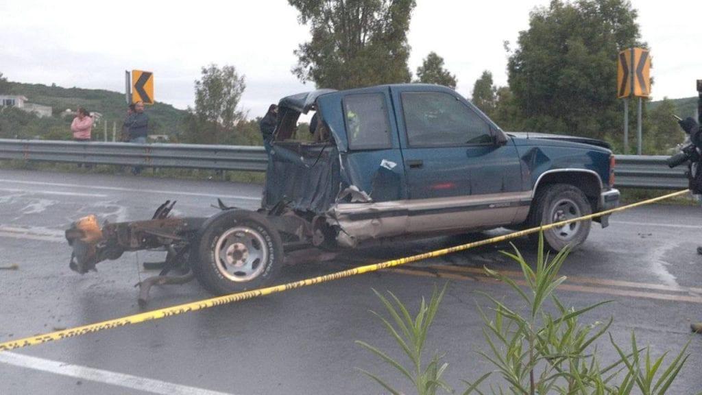 Siete jóvenes, de entre 14 y 23 años, quienes viajaban en la camioneta ya no contaban con signos vitales, informaron los servicios de emergencia