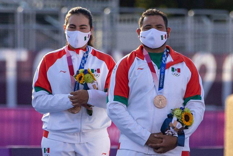 24 horas después de la inauguración de los Juegos Olímpicos de Tokio 2020, México hace historia: gracias a Alejandra Valencia y Luis Álvarez se sumó la primera medalla, un Bronce.