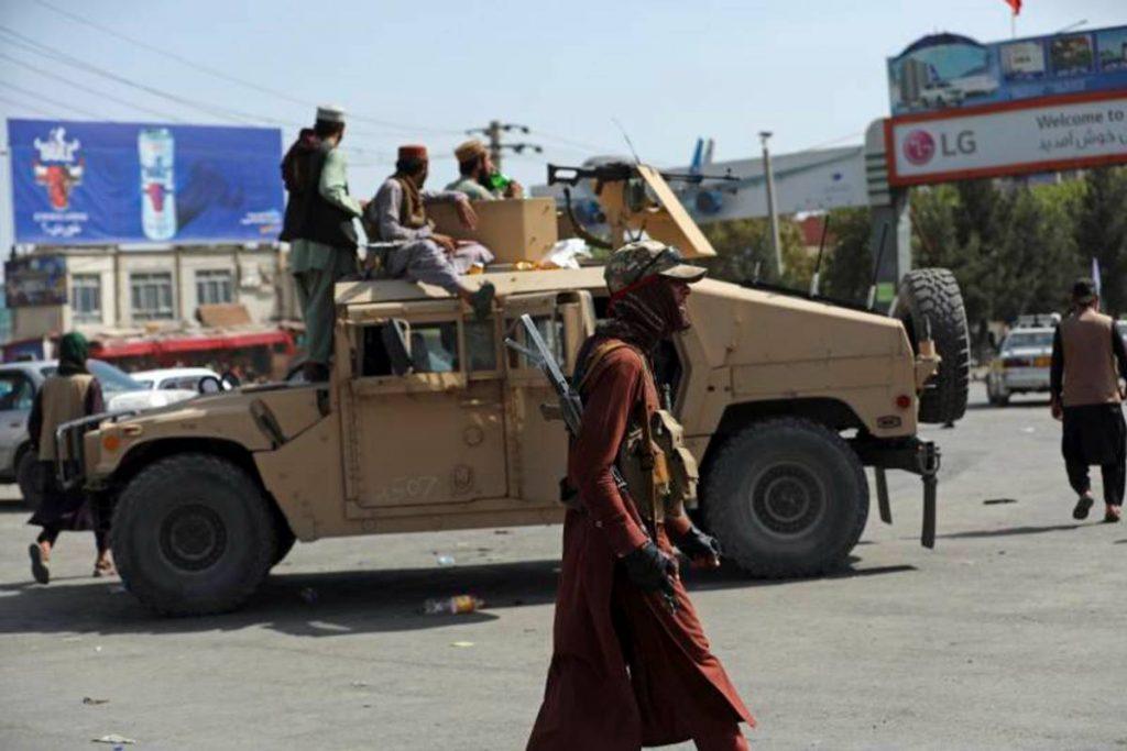 El ejército de Estados Unidos bombardeó el sábado a un integrante deISIS en Afganistán, menos de 48 horas después de que un atentado suicida reivindicado por el grupo extremista matara a 169 afganos y 13 militares estadounidenses en el aeropuerto deKabul.