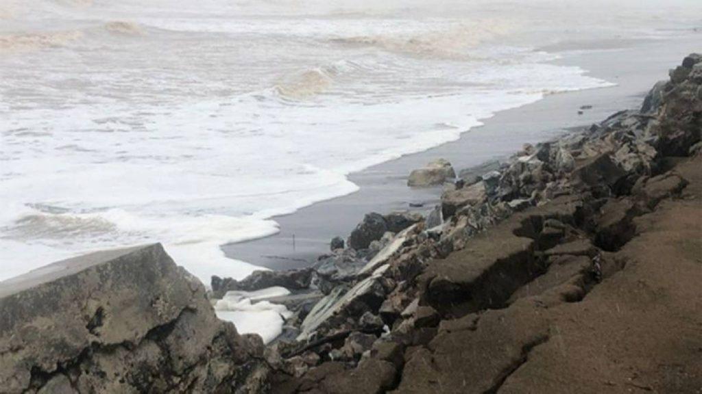 "A horas de que haya sido catalogado como huracán, ""Nora"" ha causado estragos en la costa de Michoacán."