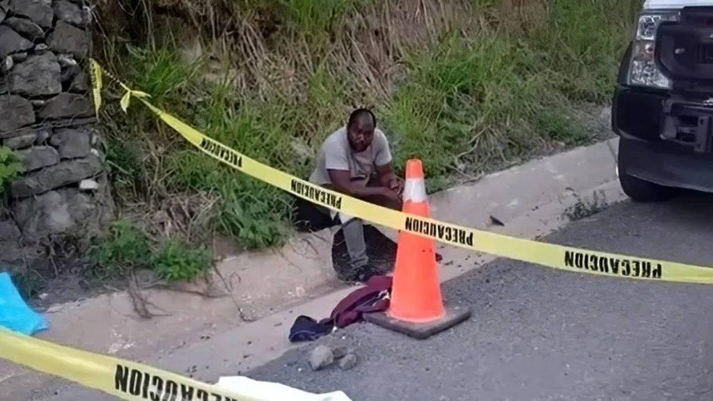 Una niña de origen haitiano, que viajaba acompañada de un grupo de migrantes, murió arrollada en la carretera Coatzacoalcos-Chiapas, en los límites de los estados de Tabasco y Chiapas.